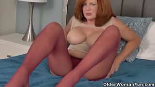 sultry milf andi james from florida rubs clit in nylons