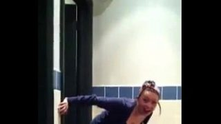 She Almost Got Caught Peeing On Starbucks Toilet Floor – hotpeegirls.com